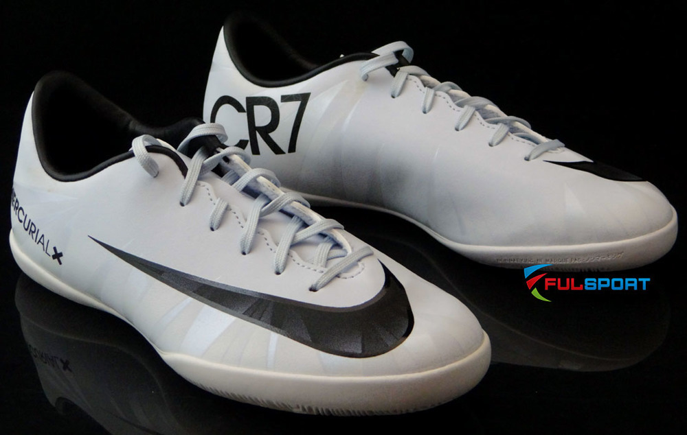 Białe buty piłkarskie na halę Nike Mercurial Victory IC CR7 852488 401 JR